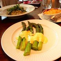 aspargus hollandaise