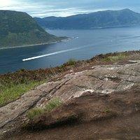 Sukkertoppen. Utsikt mot Sulalandet og Hareidlandet.