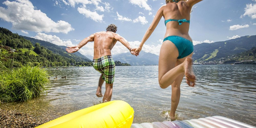 Water fun in lake Zell