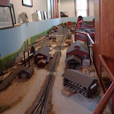 Endless train model