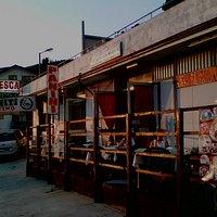 Locale Pit Stop - Pizzeria - Bar - Sopra c'e la terrazza con i tavoli