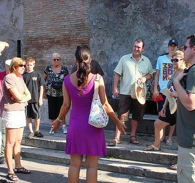 Presto Guide gathering group at Colosseum meeting point