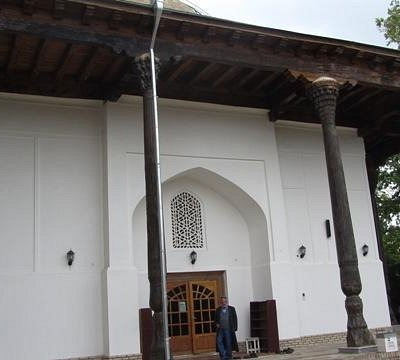 L'ingresso alla moschea