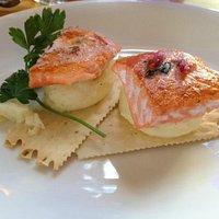Appetizer: wild salmon croccantini