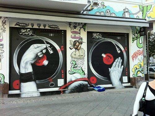 Oustanding Street art / graffiti , nightlife & Alternative culture