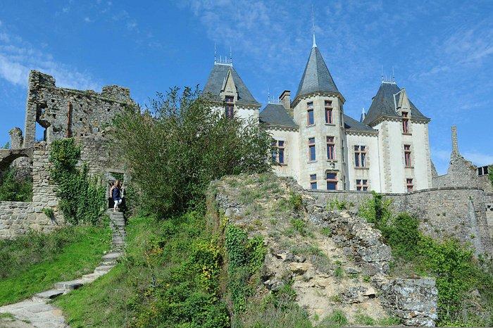 le château XIXe, au coeur de l'enceinte médiévale