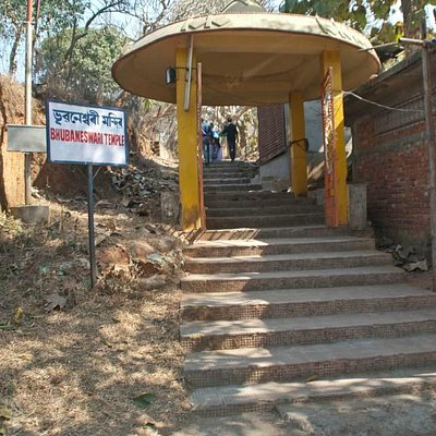 Access through stairs from main road