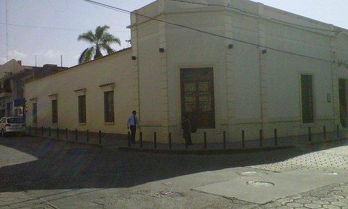 Lateral (izquierda) y frente (derecha)