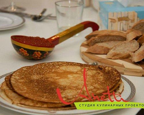 Русские блины, как полагается, с красной икрой))