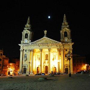 Saint Publius church by night.