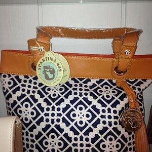 here's the photo of the purse
