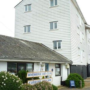 Woodbridge Art Club next to the Tide Mill