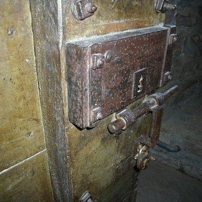 Puerta de celda