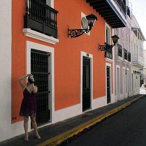 Begin with Buenos días San Juan, leisure walk and talk history