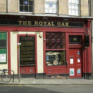 Royal Oak Pub where the walk and talk begins.