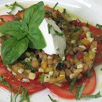 Tartara di Verdure con Caprino, Pomodoro e Basilico