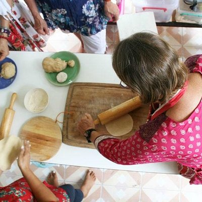 Making Roti in the Indian Cooking Workshop