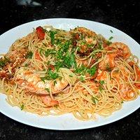Espaguete camarão e lagosta.