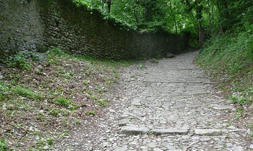 The path up to Vezio from Varenna.