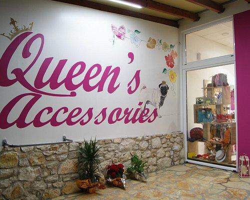 Queen's accessories