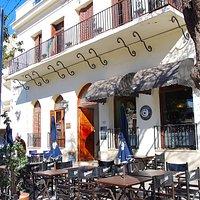 Club 25 de Agosto y Café Restó Caravati
