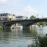 Staines - upon - Thames bridge.