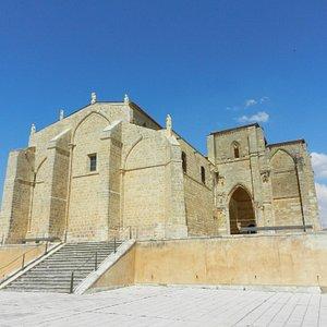 Iglesia desde el ángulo sudoeste