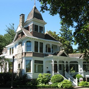 front view of Deepwood House