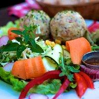 Salat mit Knödeln