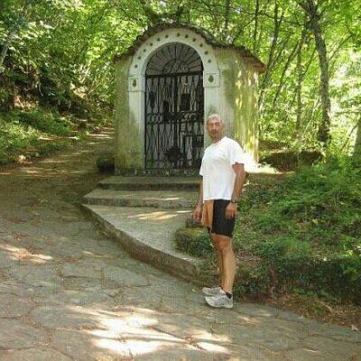 piccolo santuario che si incontra salendo per la via sacra
