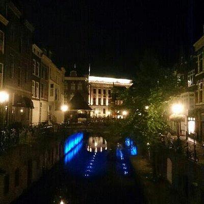 les monuments vus autrement, dans la poésie de la nuit.