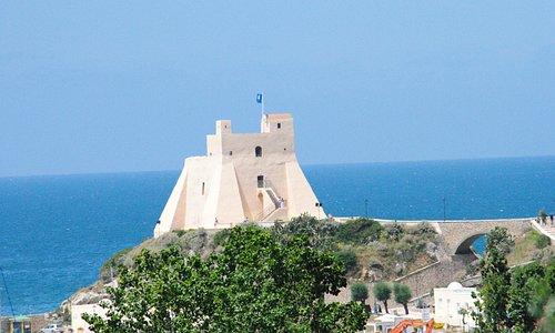 Torre Truglia, vista da nord est.