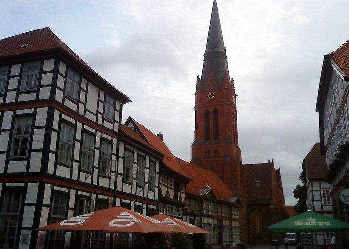 Blick vom Markt auf die Kirche