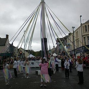 Maypole Dancing 2009 Holywood