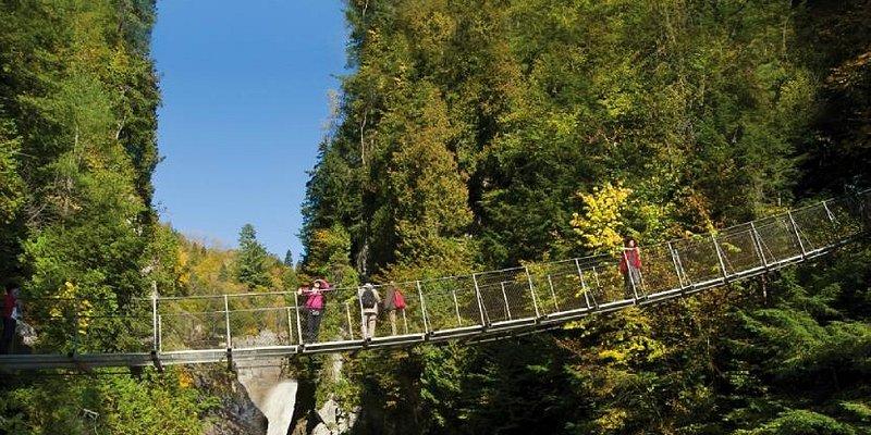 Canyon Sainte-Anne, 3 ponts suspendus / 3 suspending bridges