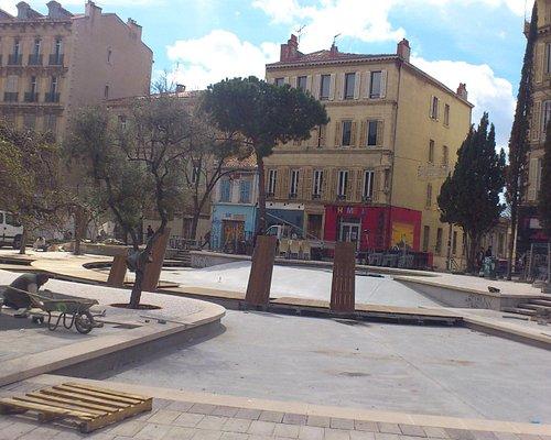Le Cours Julien pendant les travaux sur la fontaine.