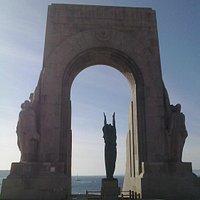 La Porte de l'Orient, sur la Corniche