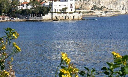 Veduta della Villa Kerylos a Beaulieu sur Mer dalla Passeggiata Maurice Rouvier