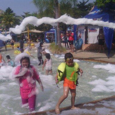 wahana baru di ciputra waterpark : mandi busa