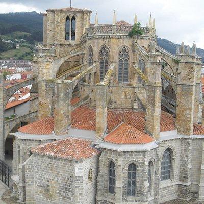Iglesia de Santa Maria outro anglo vista do castillo- faro
