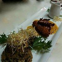 Reineta apanada en Quinoa, con arroz salvaje, en reducción de papaya y maní