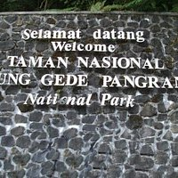 Papan nama Taman  Nasional Gunung Gede Pangrango