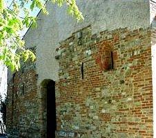 La facciata di San Marcello, molto restaurata.