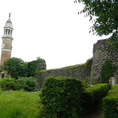Parte delle mura del castello di Palazzolo