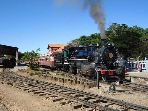 Locomotiva 1424 na estação de São Lourenço