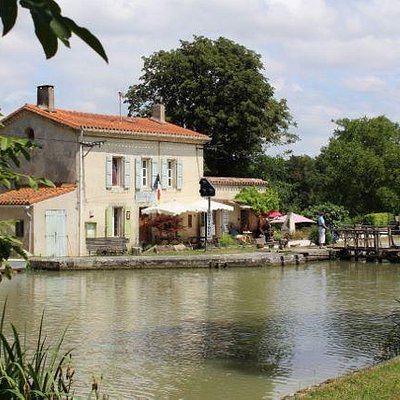 L'ecluse de la Peyruque liked by cyclists and boaters
