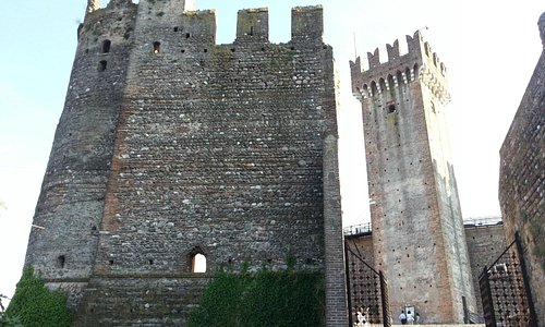 Castello Scaligero - panoramica dall'esterno