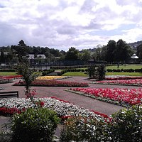 flowers, lawns, tennis, skateboard ramps, toilet block, bowls green, cafe