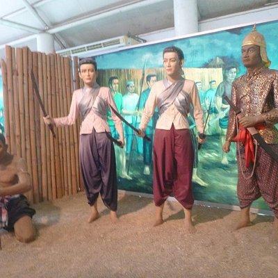 Heroines fighting the Burmese
