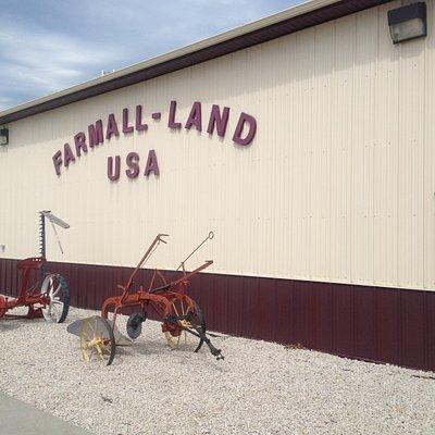 FARMALL-LAND, USA